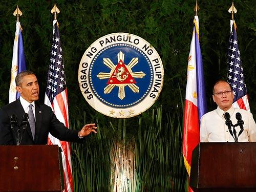 Tổng thống Mỹ Barack Obama (trái) và Tổng thống Philippines Benigno Aquino tại cuộc họp báo chung hôm 28-4 Ảnh: REUTERS