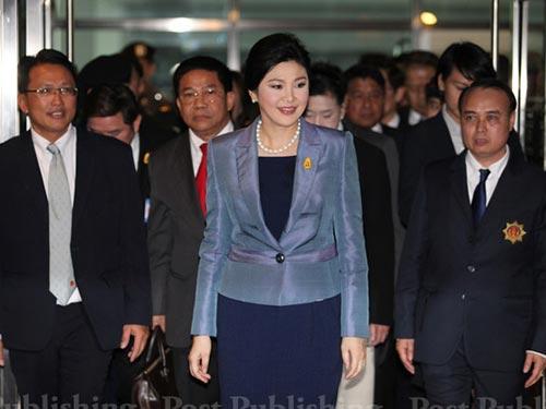 Thủ tướng Yingluck Shinawatra xuất hiện ở Tòa án Hiến pháp ngày 6-5 Ảnh: THE BANGKOK POST