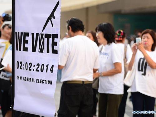 Người dân ủng hộ tổ chức bầu cử vào ngày 2-2 tới ở Bangkok Ảnh: TÂN HOA XÃ