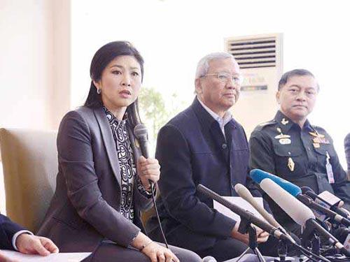 Thủ tướng Yingluck Shinawatra tại cuộc họp báo với báo giới Ảnh: THE NATION