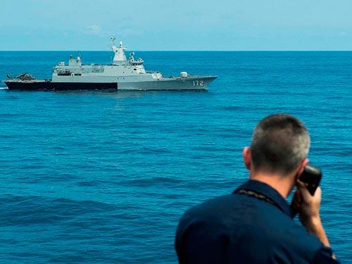 Tàu KD Pahang 172 của Hải quân Malaysia tập trận với Hải quân Mỹ ở biển Đông năm 2013Ảnh: US NAVY