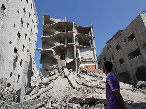 Khung cảnh đổ nát tại Dải Gaza sau các vụ không kích của Israel Ảnh: REUTERS