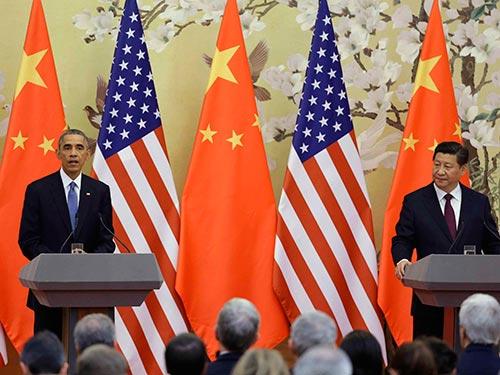 Tổng thống Mỹ Barack Obama (trái) và Chủ tịch Trung Quốc Tập Cận Bình tại cuộc họp báo chung hôm 12-11 Ảnh: REUTERS