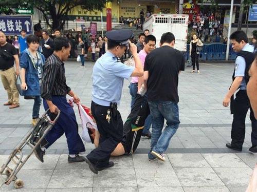 Vụ tấn công ở nhà ga Quảng Châu làm 6 người bị thương Ảnh: WEIBO