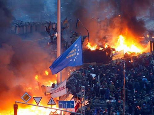Bạo lực đột ngột leo thang ở Kiev hôm 18-2 Ảnh: GLOBAL LOOK PRESS