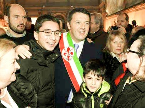 Ông Matteo Renzi (giữa) sẵn sàng làm thủ tướng Ý Ảnh: AP