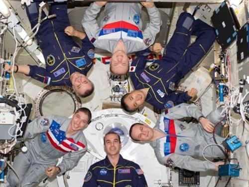 Các phi hành gia - gồm cả người Nga và Mỹ - trên Trạm Không gian quốc tế (ISS) tuyên bố không bị ảnh hưởng bởi căng thẳng hiện nay Ảnh: Press TV