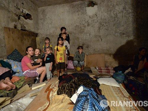 Người dân Donetsk luôn sống trong nỗi sợ hãi bom đạn Ảnh: RIA NOVOSTI