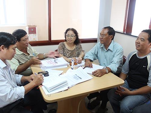 Bạn đọc đến Báo Người Lao Động nhờ can thiệp giải quyết quyền lợi Ảnh: BẢO NGHI