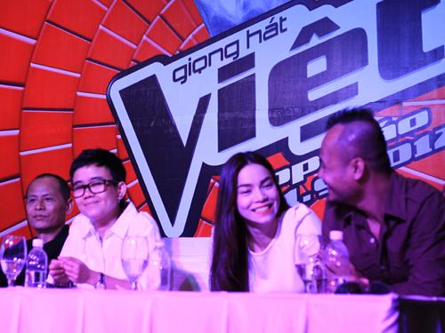 Buổi họp báo của chương trình Giọng hát Việt sau vụ tố dàn xếp kết quả. Ảnh: T.Thắng