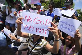 300 người biểu tình tập trung ở Bangkok hôm 23-5. Ảnh: Bangkok Post