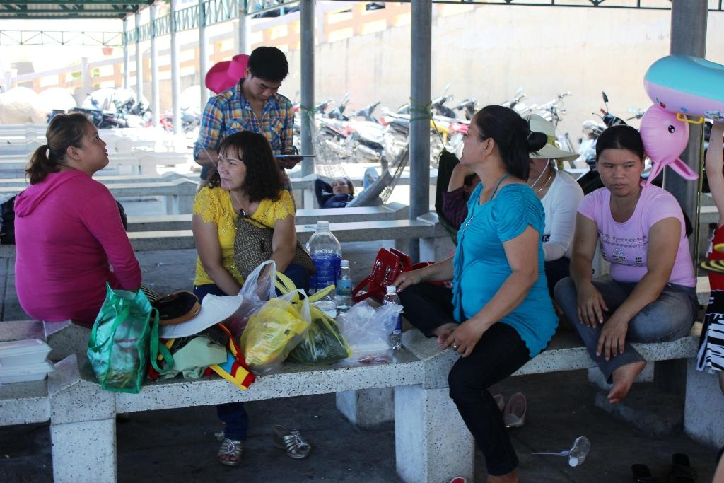 14 du khách bị bỏ lại ở cảng Cầu Đá