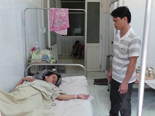 Sản phụ Phan Thị Hà đau buồn vì mất con Ảnh: NHƯ PHÚ