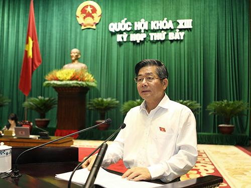 Bộ trưởng Bộ Kế hoạch và Đầu tư Bùi Quang Vinh trình bày dự thảo Luật Đầu tư (sửa đổi) Ảnh: LONG THẮNG