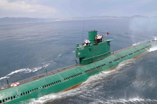 Tàu ngầm lớp Romeo của Triều Tiên. Ảnh: The Guardian