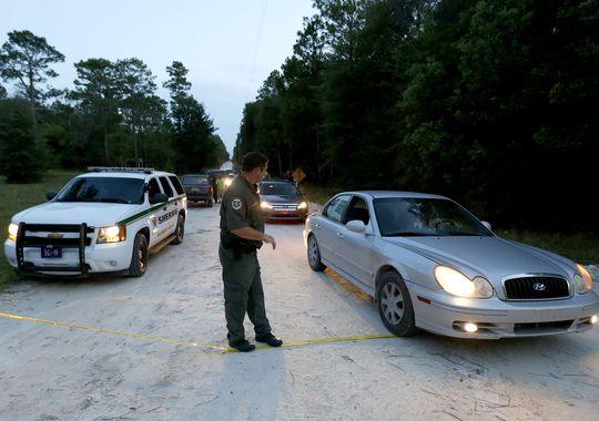 Cảnh sát hạt Gilchrist phong tỏa hiện trường điều tra. Ảnh: AP