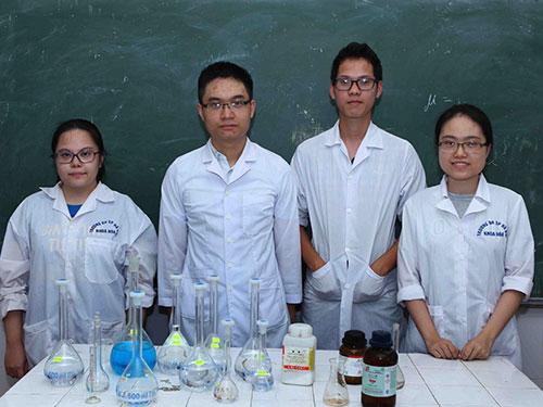 Bốn học sinh Việt Nam đoạt huy chương Olympic hóa học quốc tế 2014: Phạm Mai Phương, Đỗ Việt Hưng, Đoàn Quốc Hoài Nam, Phạm Ngân Giang (từ trái sang) Ảnh: TTXVN