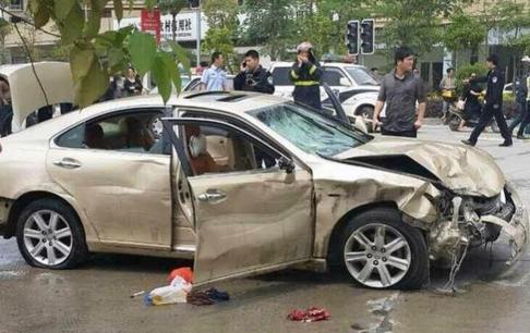 Chiếc xe điên tông chết 6 người ở tỉnh Phúc Kiến - Trung Quốc hôm 28-4. Ảnh: SCMP