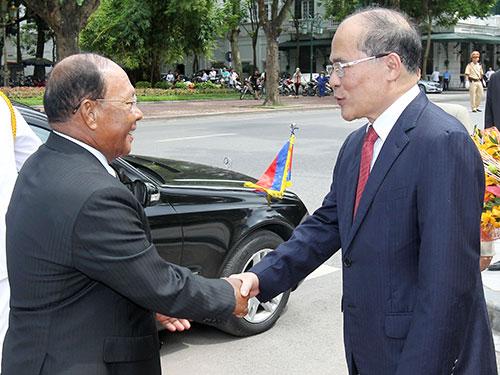 Chủ tịch Quốc hội Nguyễn Sinh Hùng tiếp đón Chủ tịch Quốc hội Vương quốc Campuchia Ảnh: TTXVN