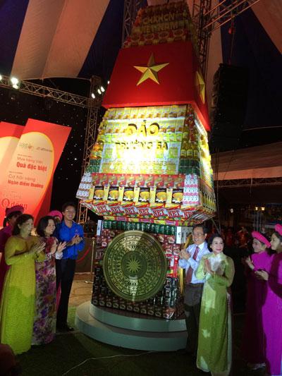 Cột mốc chủ quyền biển đảo được ghép từ 6.000 sản phẩm là hàng Việt