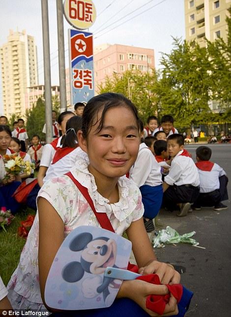 Theo người dân Triều Tiên, Coca-Cola là thức uống địa phương, và chuột Mickey có xuất xứ ở Trung Quốc?!