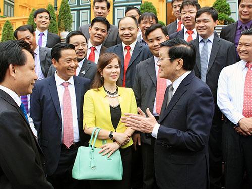 Chủ tịch nước Trương Tấn Sang với các đại biểu doanh nhân trẻ Việt Nam  Ảnh: TTXVN