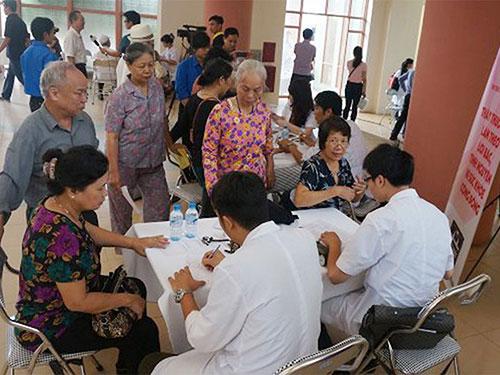 Các hoạt động khám chữa bệnh, cấp thuốc miễn phí cho người cao tuổi