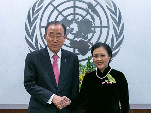 Đại sứ Việt Nam tại LHQ Nguyễn Phương Nga và Tổng Thư ký LHQ Ban Ki-moon Ảnh: BỘ NGOẠI GIAO