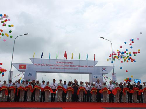 Thủ tướng Nguyễn Tấn Dũng cắt băng khánh thành, thông xe cầu Vĩnh Thịnh