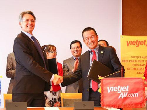 Đại diện Vietjet Air và CFM ký hợp đồng bảo dưỡng động cơ