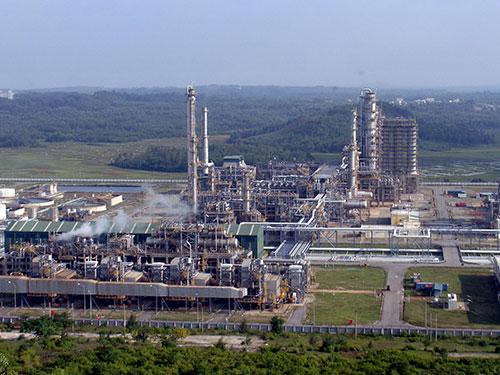 Nhà máy Lọc dầu Dung Quất sẽ được nâng công suất lên 10 triệu tấn/năm  Ảnh: Tử Trực