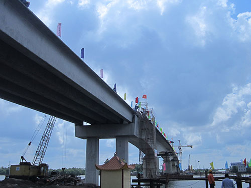 Cầu Năm Căn đang hoàn thiện để thông xe vào tháng 6-2014