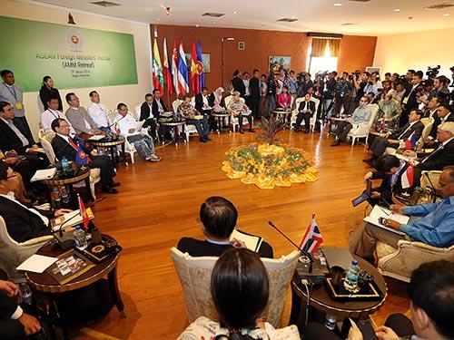 Toàn cảnh Hội nghị hẹp Bộ trưởng Ngoại giao ASEAN tại Myanmar ngày 17-1  Ảnh: AFP - TTXVN