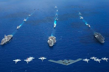 Ba tàu ngầm SS Kitty Hawk, USS Ronald Reagan và USS Abraham Lincoln mang theo máy bay ném bom B-2. Ảnh: USN