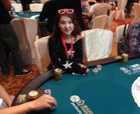 Guo Meimei đánh bạc tại Macau. Ảnh: Weibo