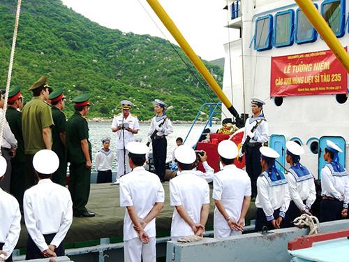 Tưởng niệm các anh hùng liệt sĩ tàu 235 ở Hòn Hèo
