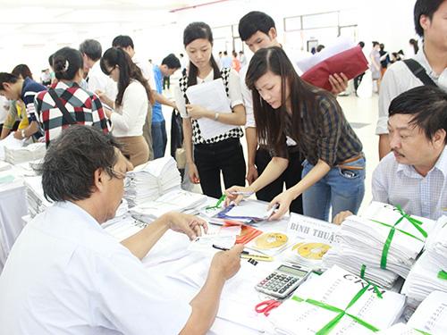 Các trường ĐH, CĐ phía Nam nhận hồ sơ ĐKDT từ các sở GD-ĐT sáng 12-5