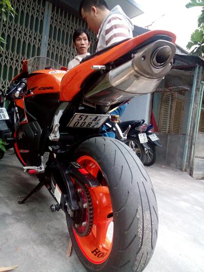 Chiếc xe mô tô hiệu Honda CBR 600 mà đối tượng Hiếu định cướp.
