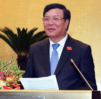 Bộ trưởng GD-ĐT Phạm Vũ Luận trình bày Tờ trình về Đề án đổi mới chương trình, sách giáo khoa giáo dục phổ thông