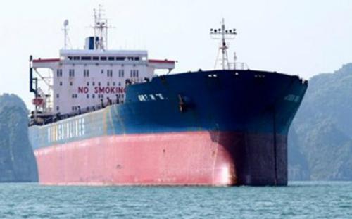 Tàu Green Sea vẫn neo đậu dù nhiều lần bị cảng vụ Quảng Ninh kêu ca.