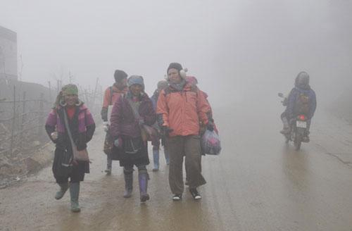 Sương muối rơi dày và phủ kín thị trấn Sa Pa vào sáng 18-12 Ảnh: TUẤN NGỌC