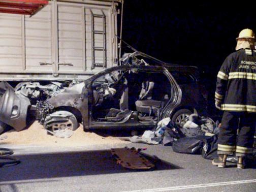 Chiếc xe chở người thân Giáo hoàng Francis tông trúng xe tải. Ảnh: Reuters