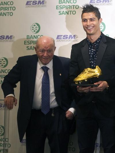 Trao phần thưởng Chiếc giày vàng châu Âu 2011 cho hậu duệ Ronaldo