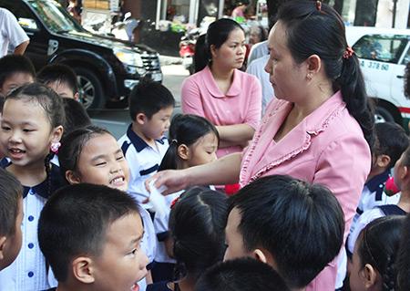 Giáo viên Trường Tiểu học Nguyễn Bỉnh Khiêm (quận 1) có mức thưởng tết 7 triệu đồng/ người