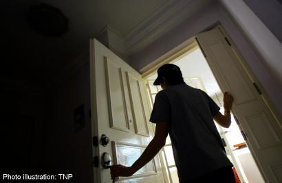 Ngôi nhà của nghi phạm, nơi nữ y tá 25 tuổi bị giam giữ làm nô lệ tình dục.
