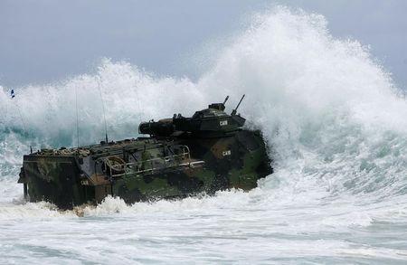 Một tàu đổ bộ của Mỹ tập trận trong khuôn khổ RIMPAC 2014 tại Kaneohe, Hawaii hôm 9-7. Ảnh: REUTERS