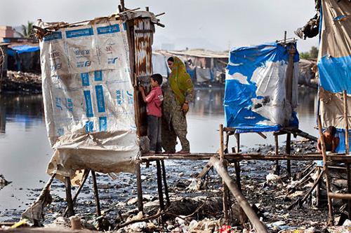 Một nhà vệ sinh lộ thiên ở Ấn Độ
