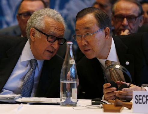 Tổng thư ký Liên Hiệp Quốc Ban Ki-moon (phải) và đặc phái viên Lakhdar Brahimi. Ảnh: Reuters