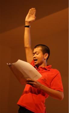 Nhà thơ Kamol của phe Áo đỏ bị bắn chết