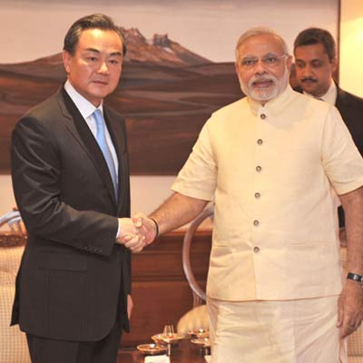 Thủ tướng Ấn ĐộNarendra Modi tiếp Ngoại trưởng Trung Quốc Vương Nghị hôm 9-6. Ảnh: Reuters